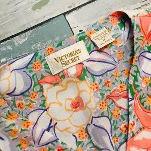 Victoria's Secret Tops - ⭐️Vintage⭐️ Victoria's Secret Floral Top